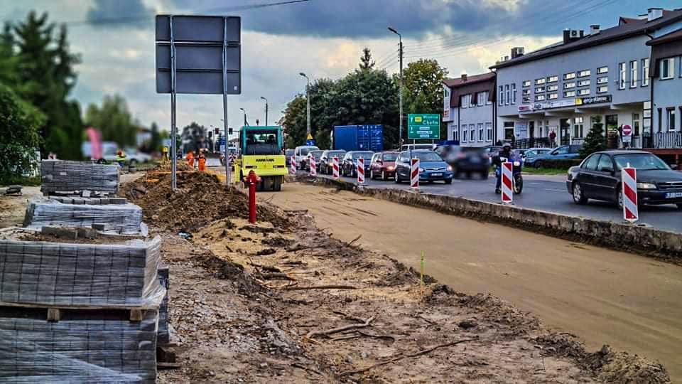 Biała Podl : Na Janowskiej będzie nowe rondo. Ulica poszerzana jest o dodatkowe pasy ruchu - Zdjęcie główne