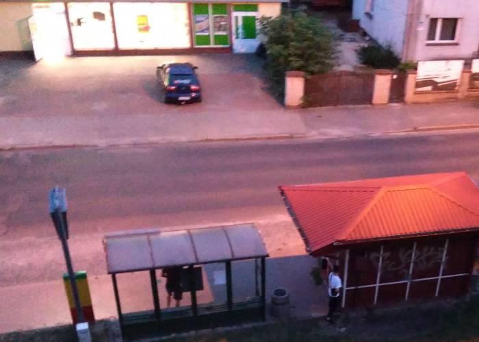 Biała Podlaska : Brutalna banda w mieście. Bezkarnie napadają na pijanych bezdomnych - Zdjęcie główne
