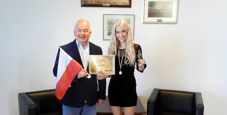 """Studentka PSW podbija muzycznie Europę. """"Śpiewanie jest dla mnie jak oddychanie"""" - Zdjęcie główne"""