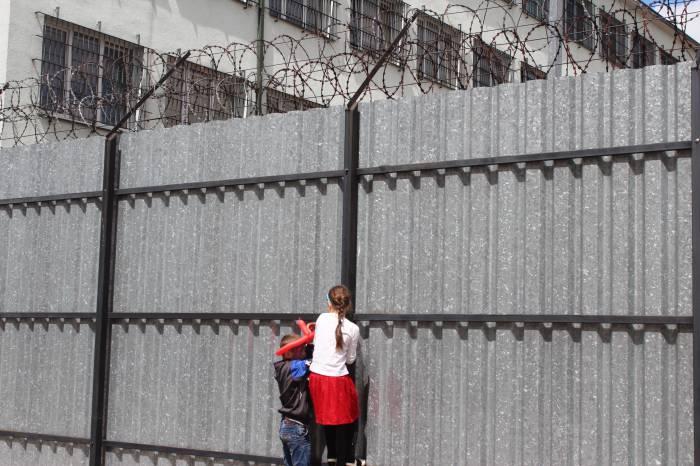 Uchodźcy: Strażnicy są szorstcy, porcje za małe - Zdjęcie główne