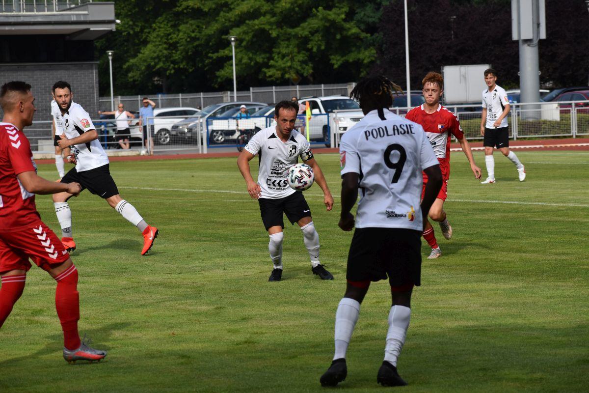 Jeden gol w meczu Avia - Podlasie - Zdjęcie główne