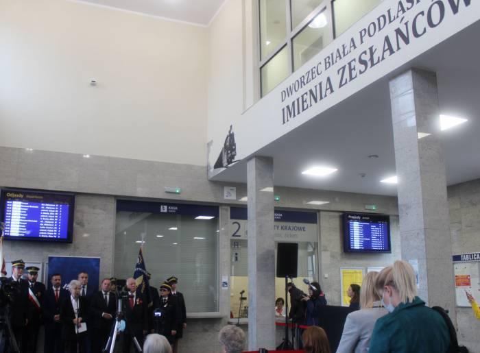 """Biała Podl : Sybiracy patronem bialskiego dworca. """"Szkoda, że wielu z ocalonych nie doczekało tego dnia"""" - Zdjęcie główne"""
