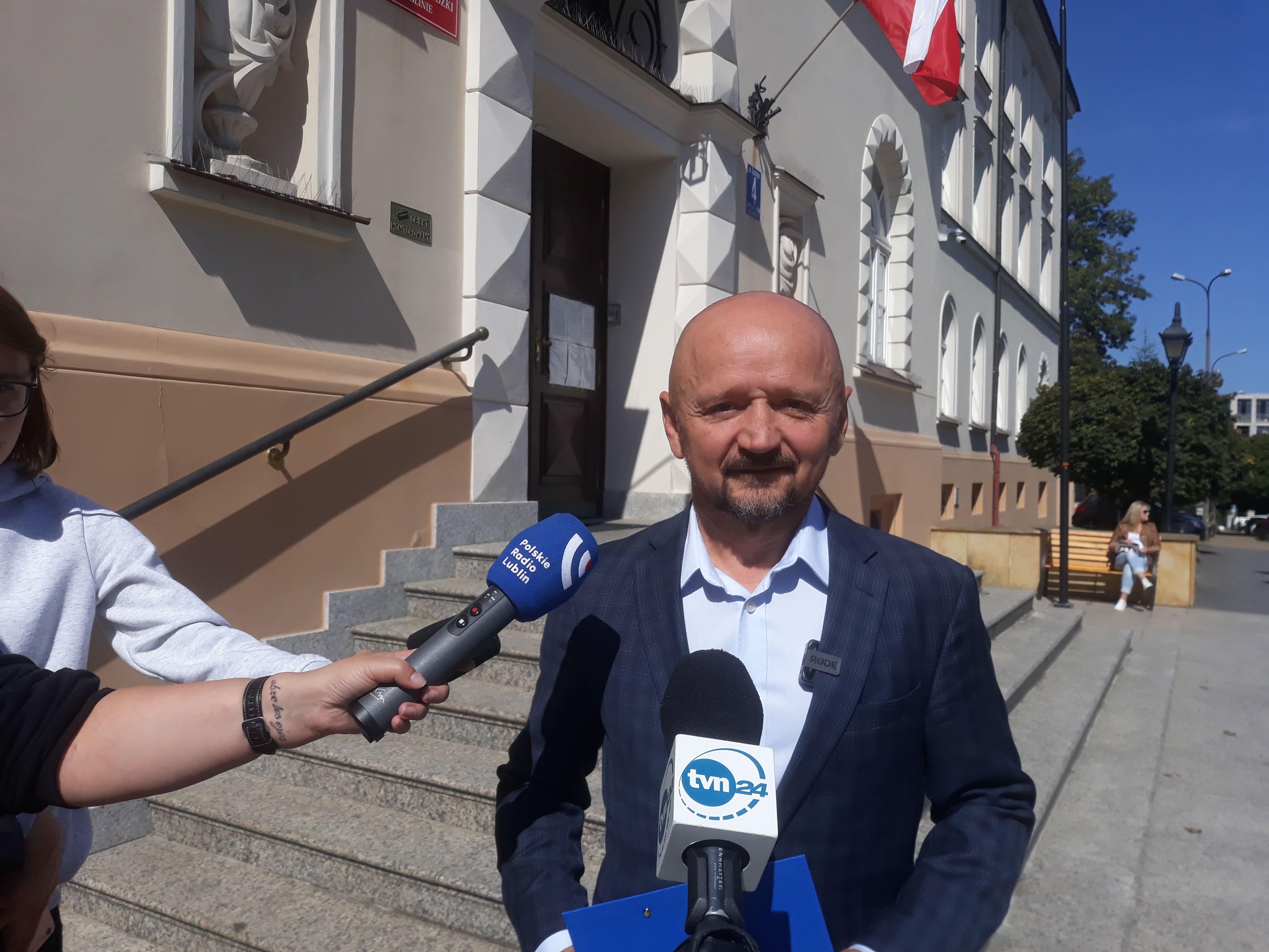 Województwo lubelskie: Stan wyjątkowy w powiecie wszedł w życie. Senator Jacek Bury: Ludzie poniosą przez to duże straty finansowe - Zdjęcie główne
