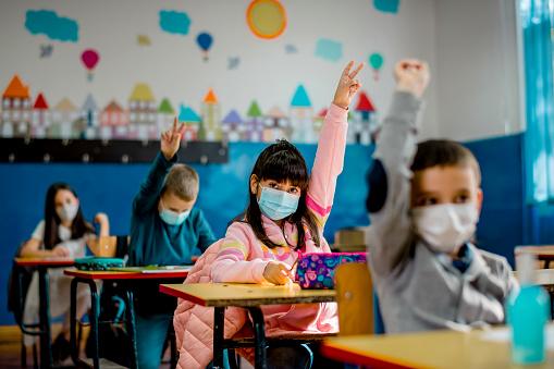 Koronawirus: Jak będzie wyglądał nowy rok szkolny? Minister Przemysław Czarnek przedstawił plany - Zdjęcie główne