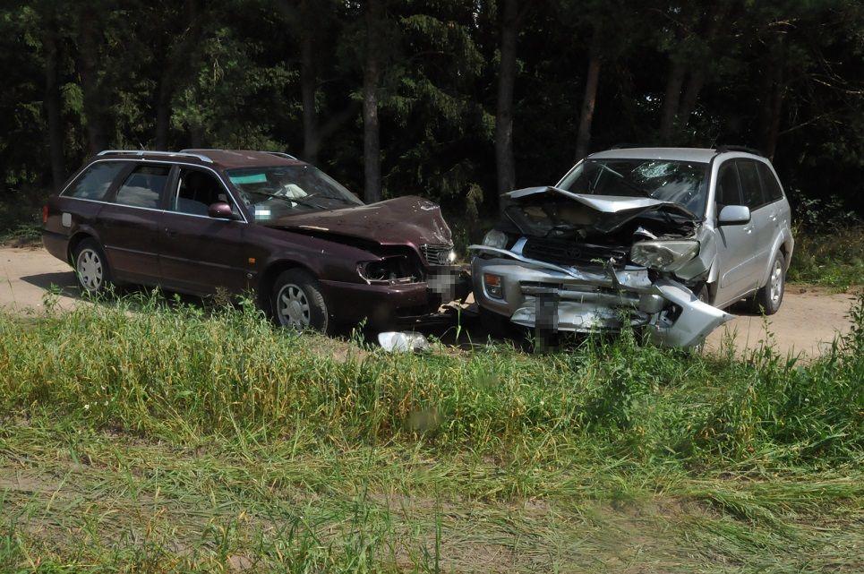 Powiat bialski: Zderzenie podczas wymijania na łuku drogi - Zdjęcie główne
