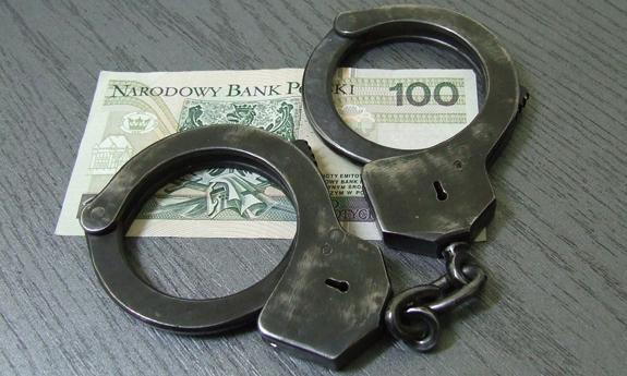 Znalazł na ulicy portfel z gotówką. Pieniądze zabrał, portfel podrzucił na miejsce - Zdjęcie główne