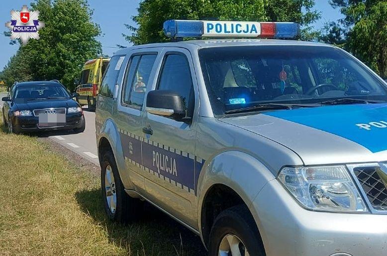 Powiat bialski: Wszedł pod jadące auto. Miał stopery w uszach - Zdjęcie główne