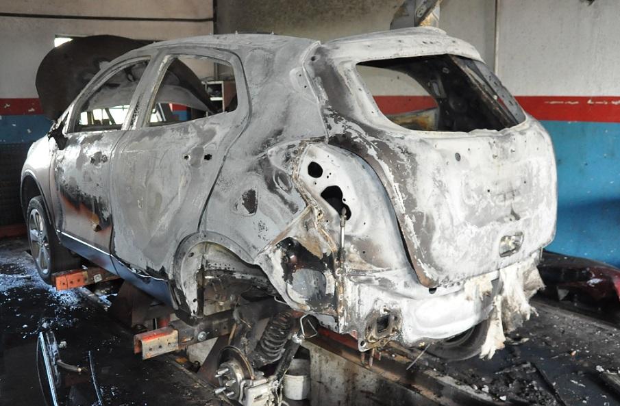 Gmina Piszczac: Wypadek w warsztacie podczas naprawy samochodu - Zdjęcie główne