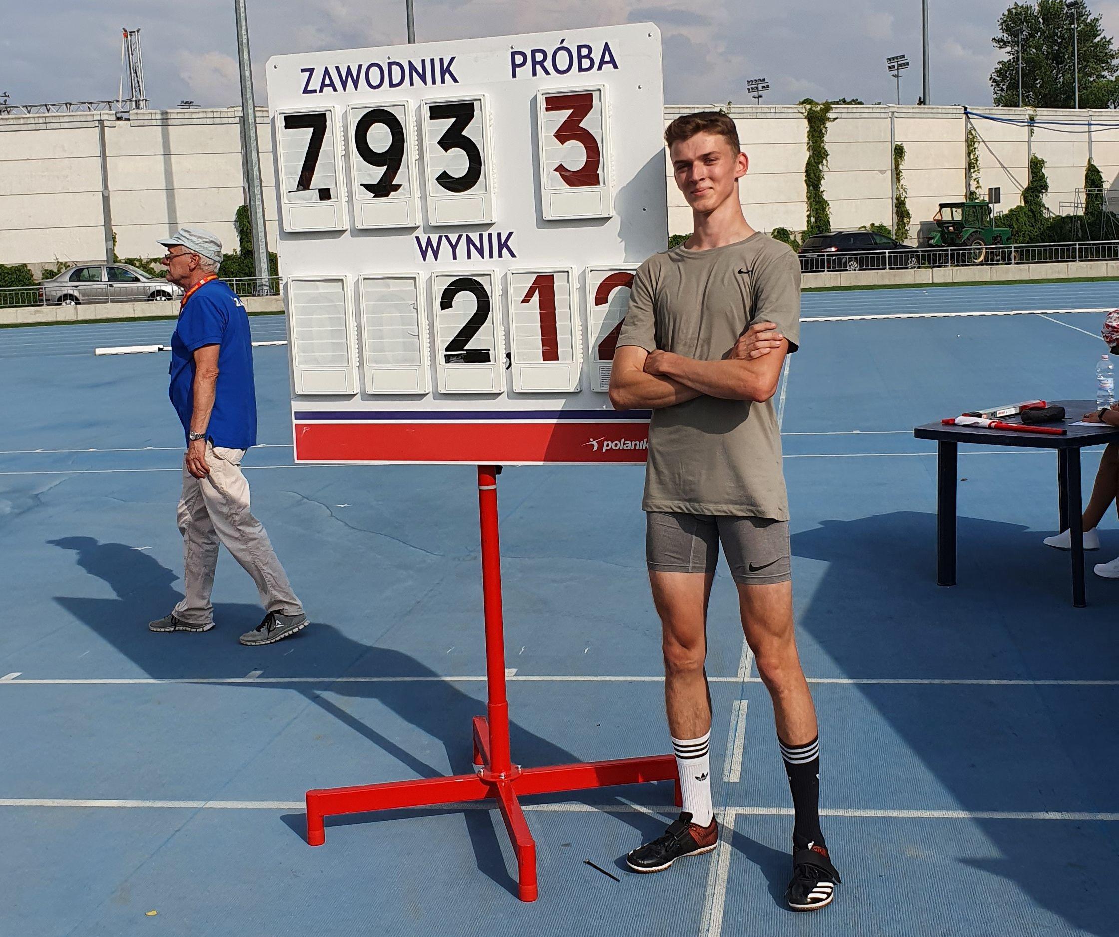"""Jaroszkiewicz z wygraną i """"życiówką"""" - Zdjęcie główne"""