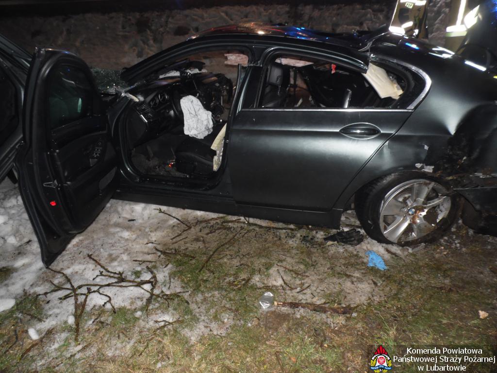 BMW uderzyło w ciągnik w Przytocznie - jedna osoba nie żyje, trzy ranne - Zdjęcie główne