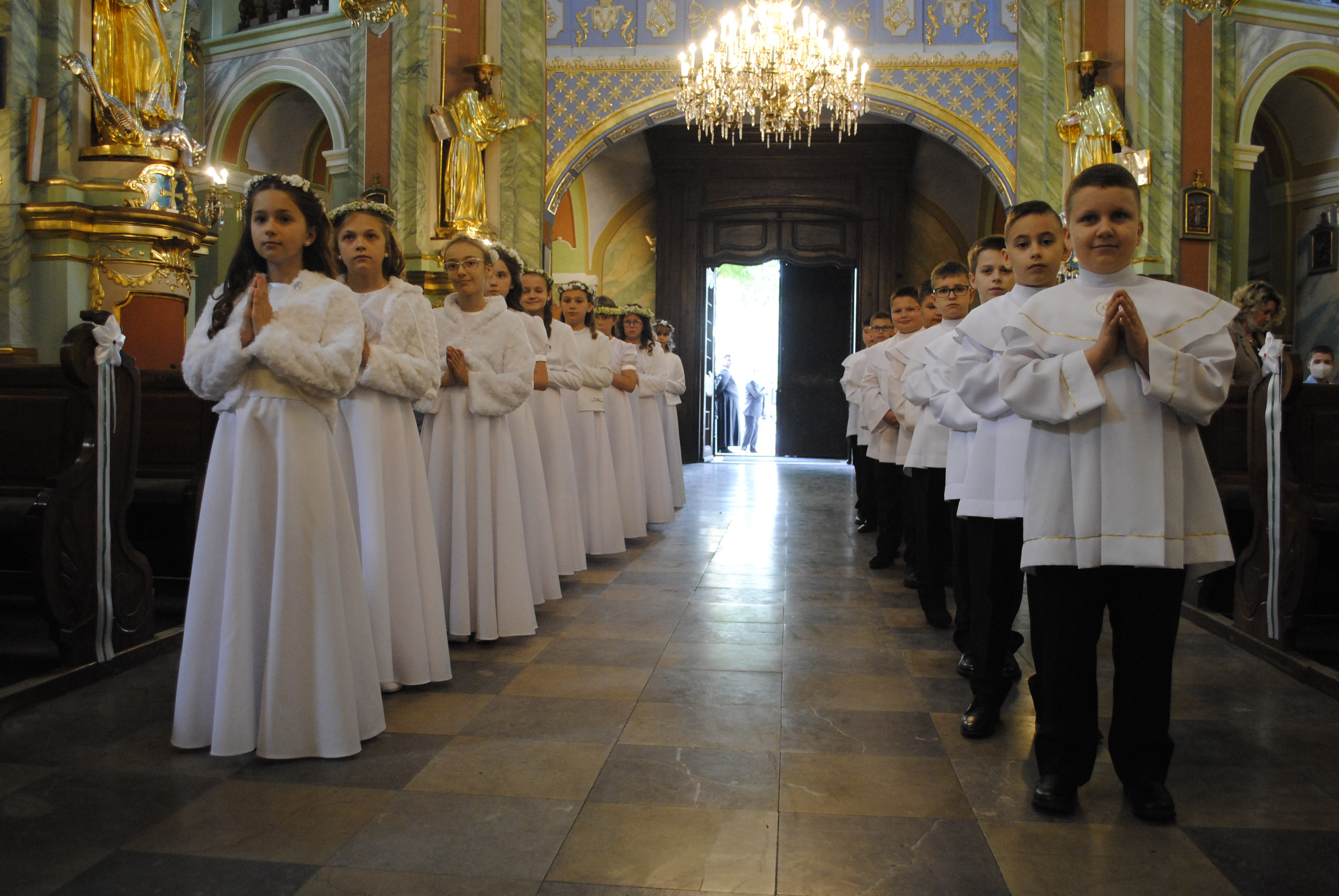 Ostatnia pierwsza komunia w bazylice św. Anny w Lubartowie - Zdjęcie główne