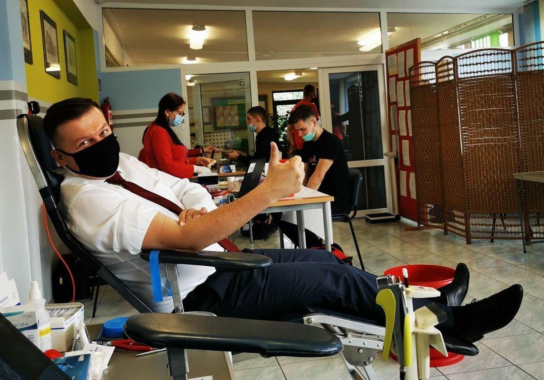 W RCEZ w Lubartowie trwa akcja krwiodawstwa. Krew oddał burmistrz Krzysztof Paśnik - Zdjęcie główne