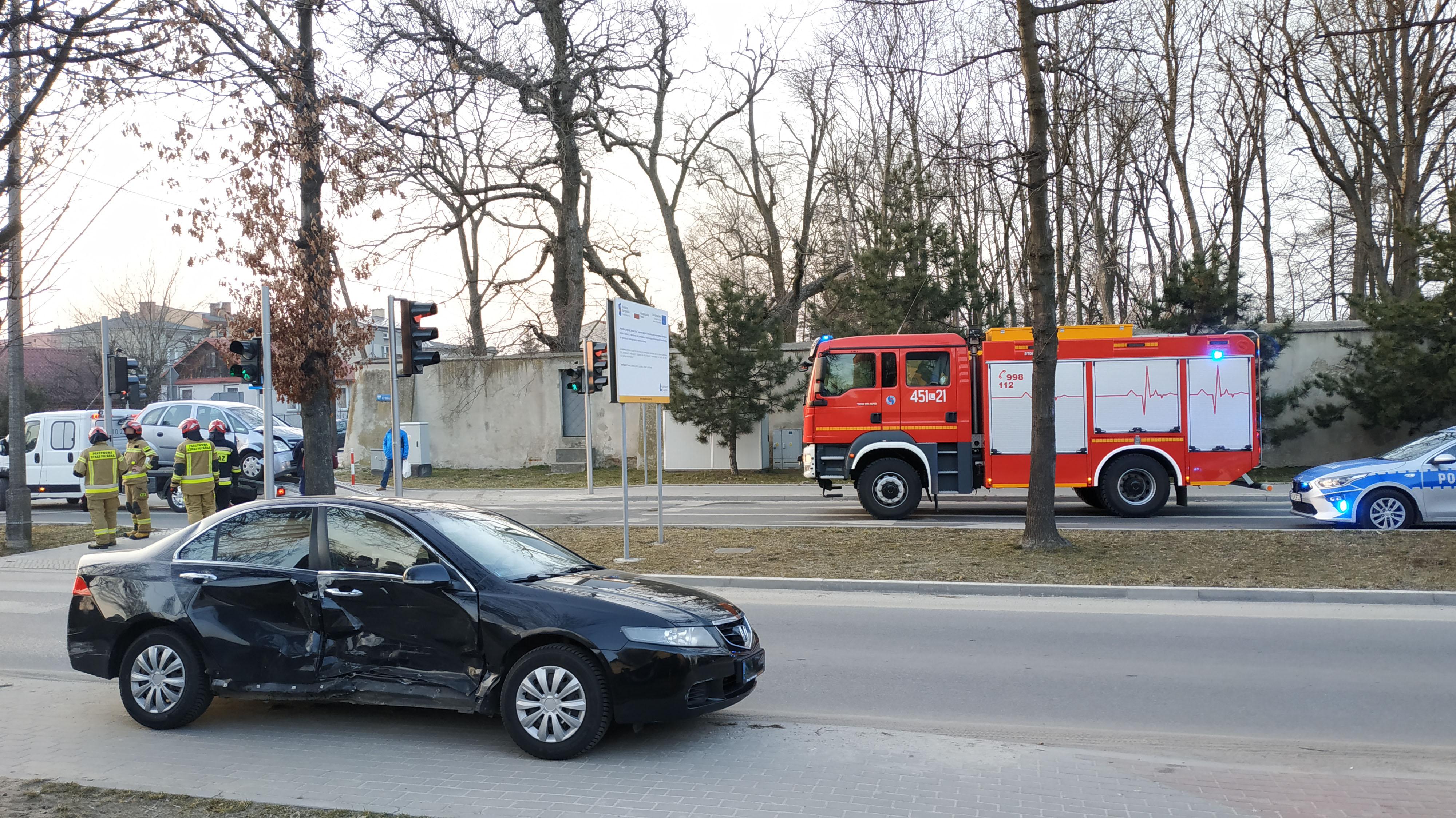 Zderzenie na skrzyżowaniu Powstańców Warszawy i Al. Tysiąclecia w Lubartowie - Zdjęcie główne