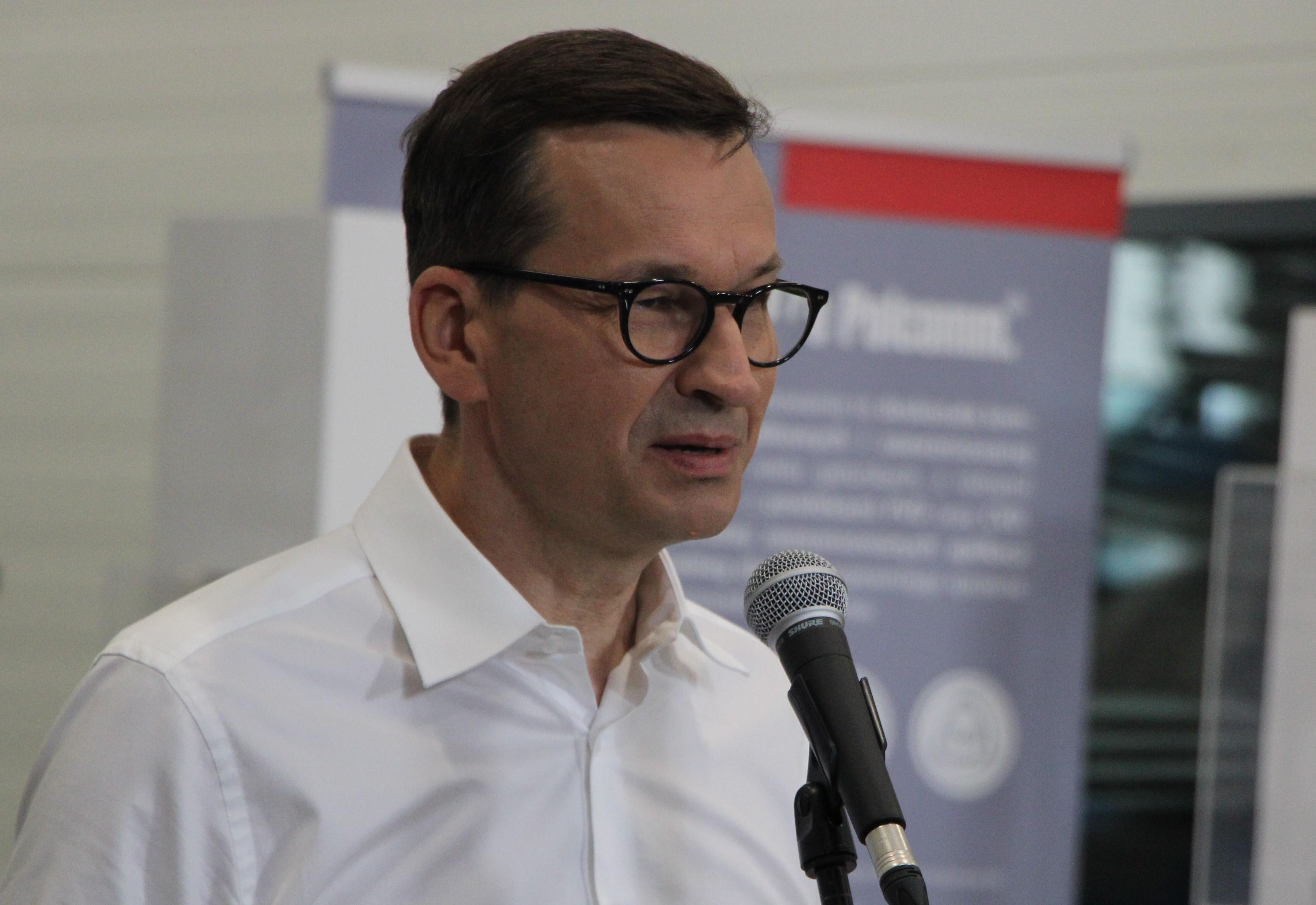 Premier Mateusz Morawiecki odwiedził Stellarium w Niedźwiadzie i Polcomm w Chlewiskach - Zdjęcie główne