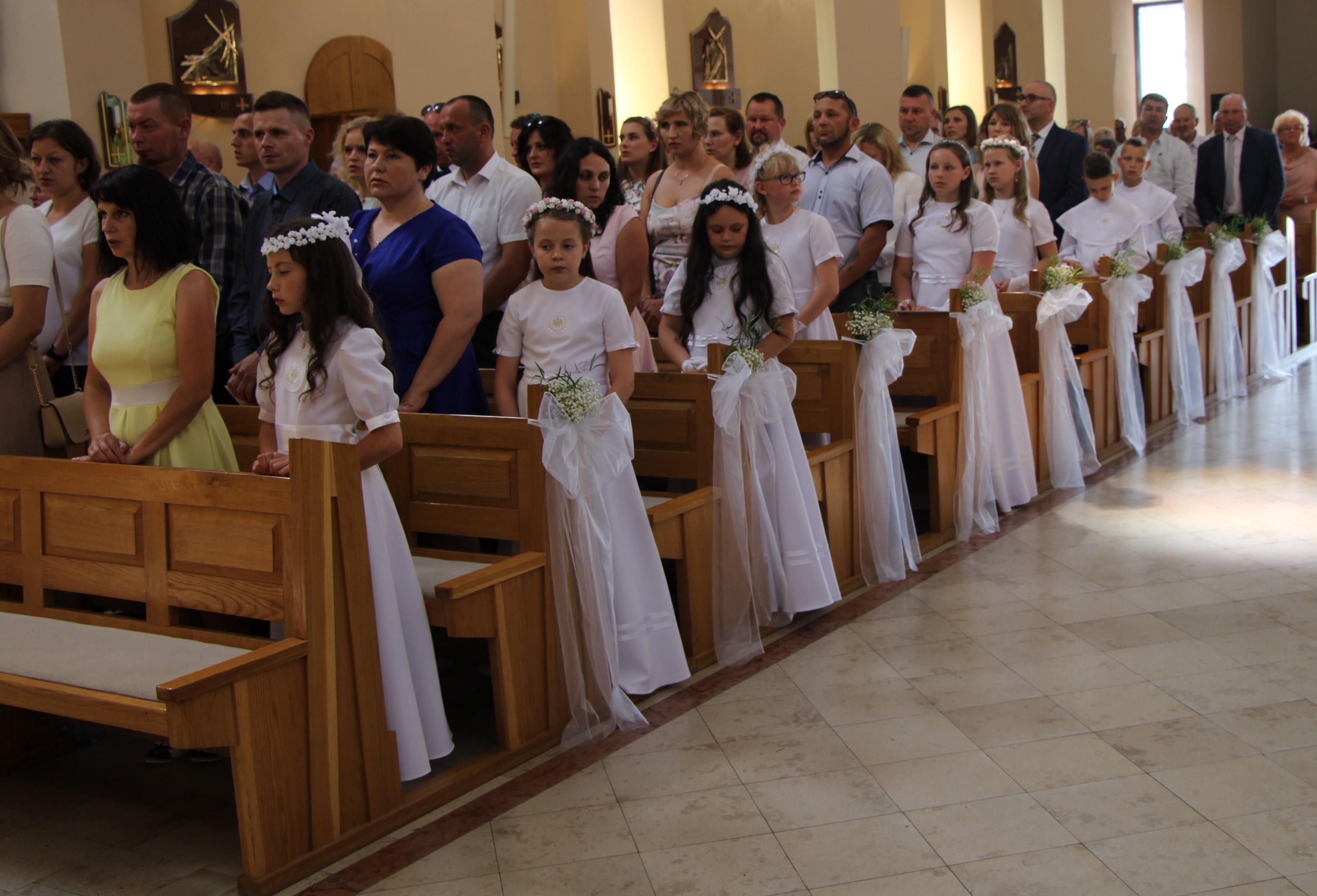 Koniec sezonu komunijnego w Lubartowie. Pierwsza komunia w parafii Wniebowstąpienia Pańskiego - Zdjęcie główne