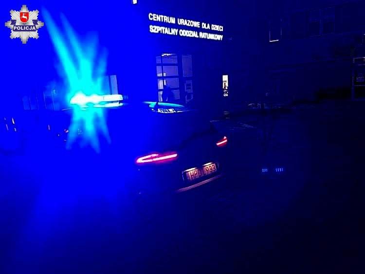 Czteroletnie dziecko potrzebowało pomocy. Policjanci z Lubartowa pomogli w dotarciu do szpitala - Zdjęcie główne