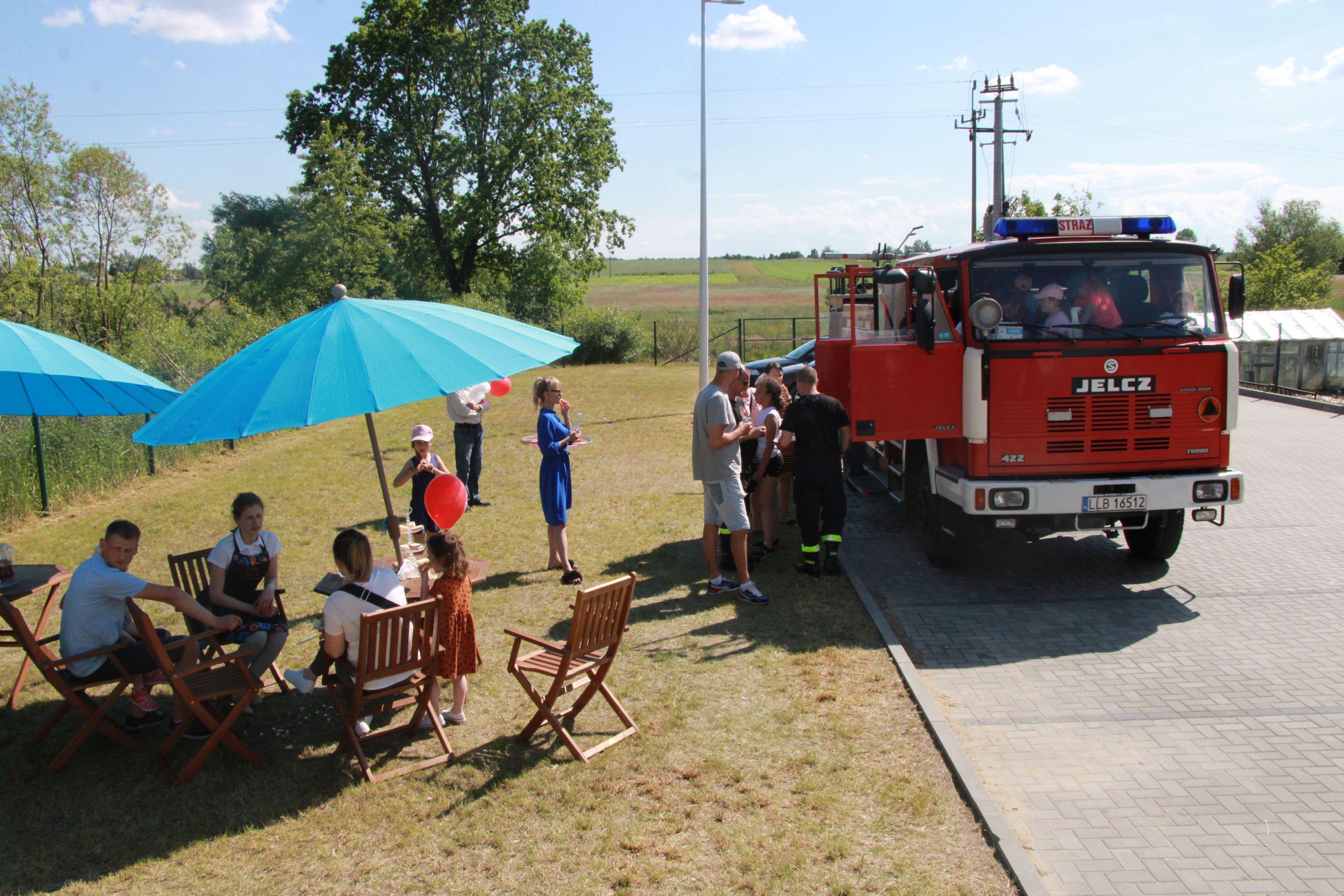 Gmina Lubartów: Dzień rodziny w Nowodworze. Strażacy polewali do mokrego podkoszulka (galeria) - Zdjęcie główne