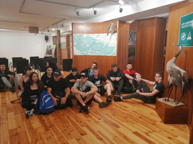 Uczniowie RCEZ z Lubartowa w Parku Krajobrazowym Lasy Janowskie  - Zdjęcie główne
