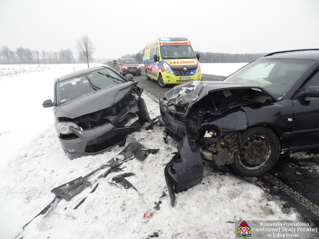 Zderzenie trzech samochodów w Annówce - Zdjęcie główne