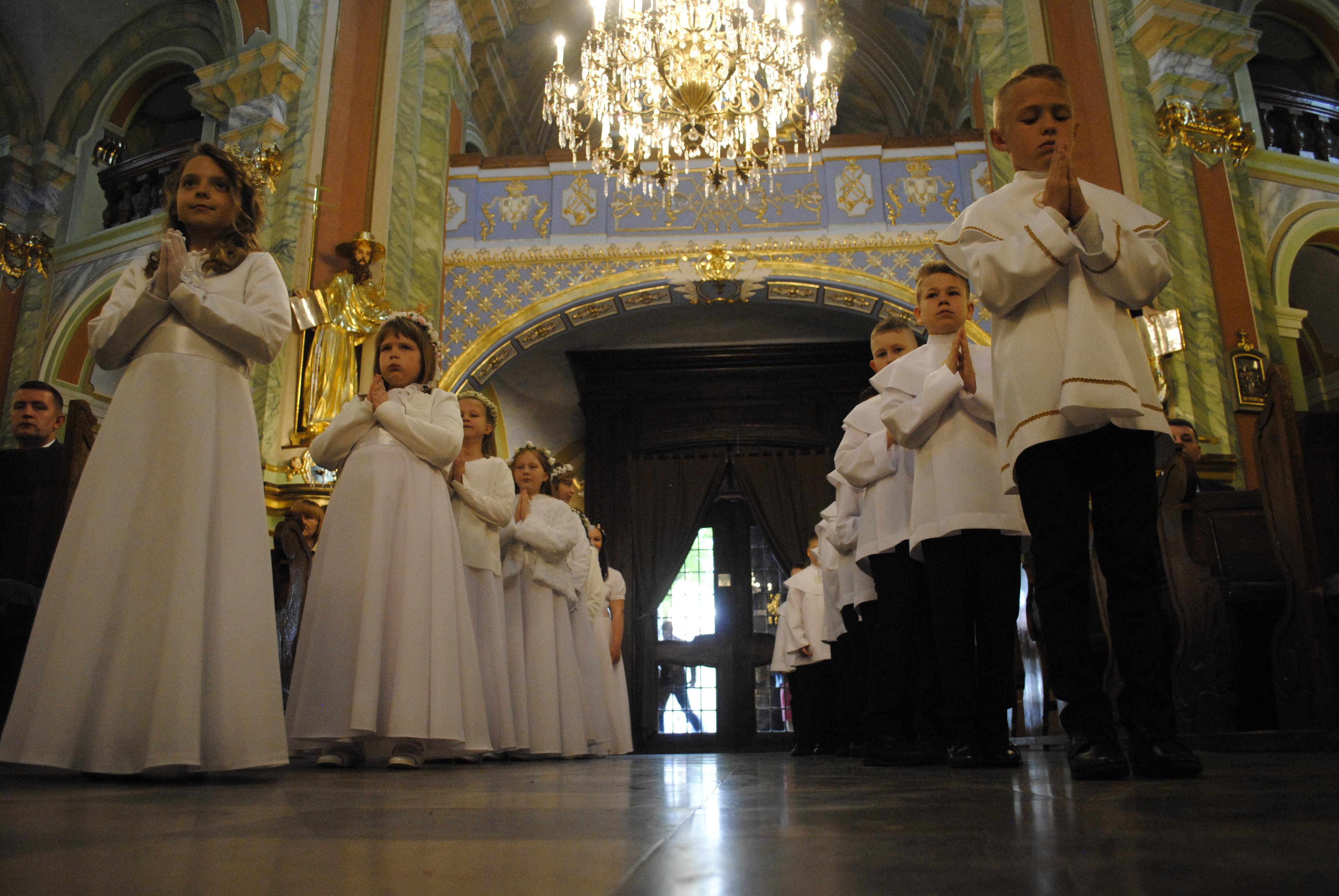 Pierwsze komunie w bazylice św. Anny w Lubartowie - Zdjęcie główne