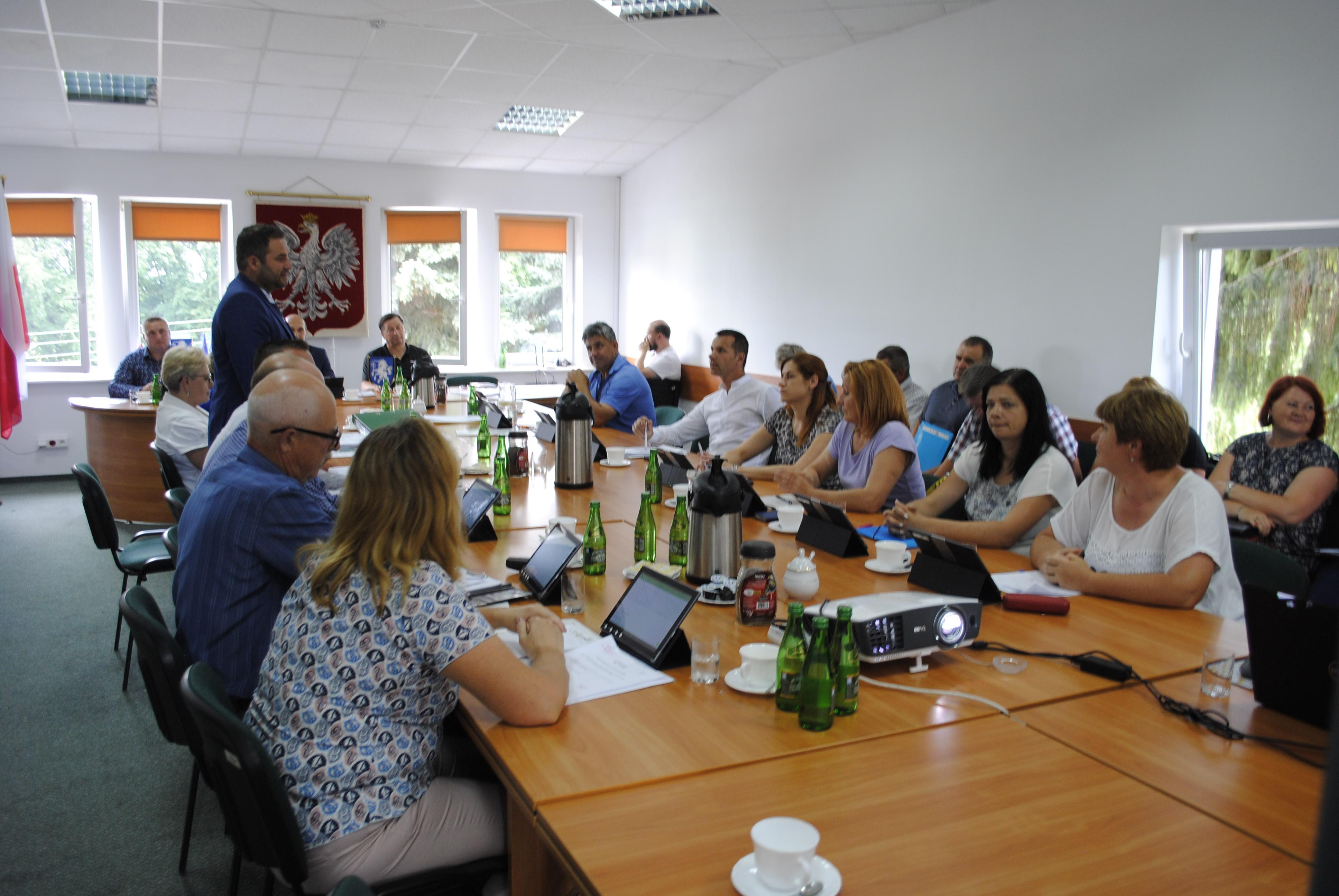 """Według Wojewódzkiego Sądu Administracyjnego deklaracja """"Gmina Serniki wolna od ideologii LGBT"""" jest nieważna - Zdjęcie główne"""