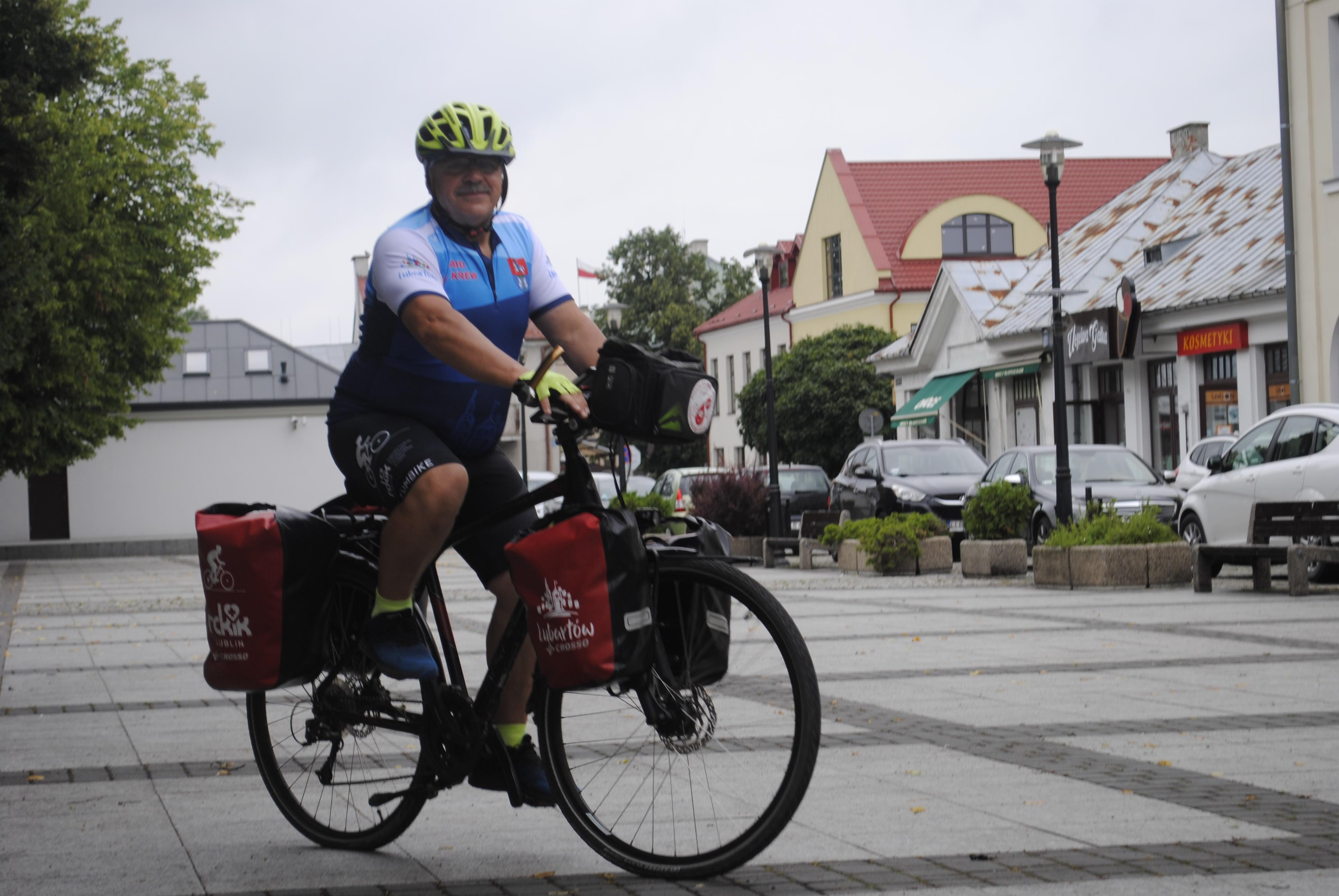 Janusz Kobyłka z Lubartowa wyruszył na rowerowy szlak. Będzie promował honorowe krwiodawstwo - Zdjęcie główne