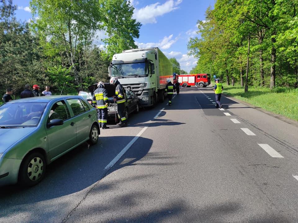 Zderzenie w Wandzinie - dwie osobówki i ciężarówka - Zdjęcie główne