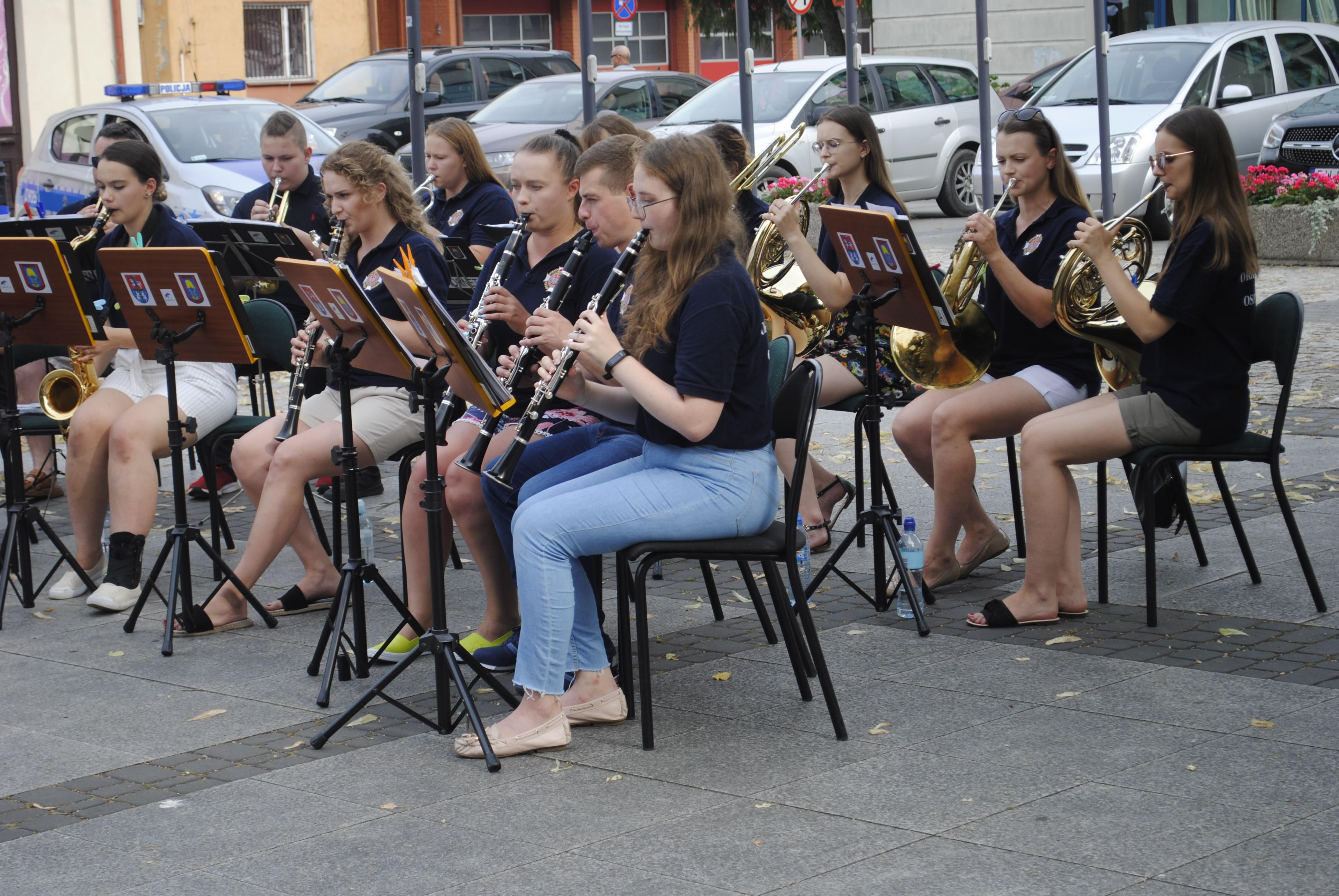 Koncert orkiestry OSP na rynku w Lubartowie. Hity światowej estrady - Zdjęcie główne
