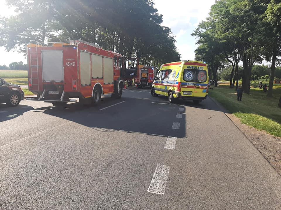Powiat lubartowski: Zderzenie motocykla z osobówką w Zagrodach Łukówieckich (aktualizacja - policja i straż pożarna podają szczegóły zdarzenia) - Zdjęcie główne