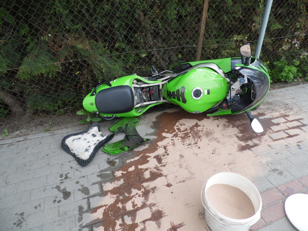 Michów: Zderzenie samochodu z motocyklem  - Zdjęcie główne