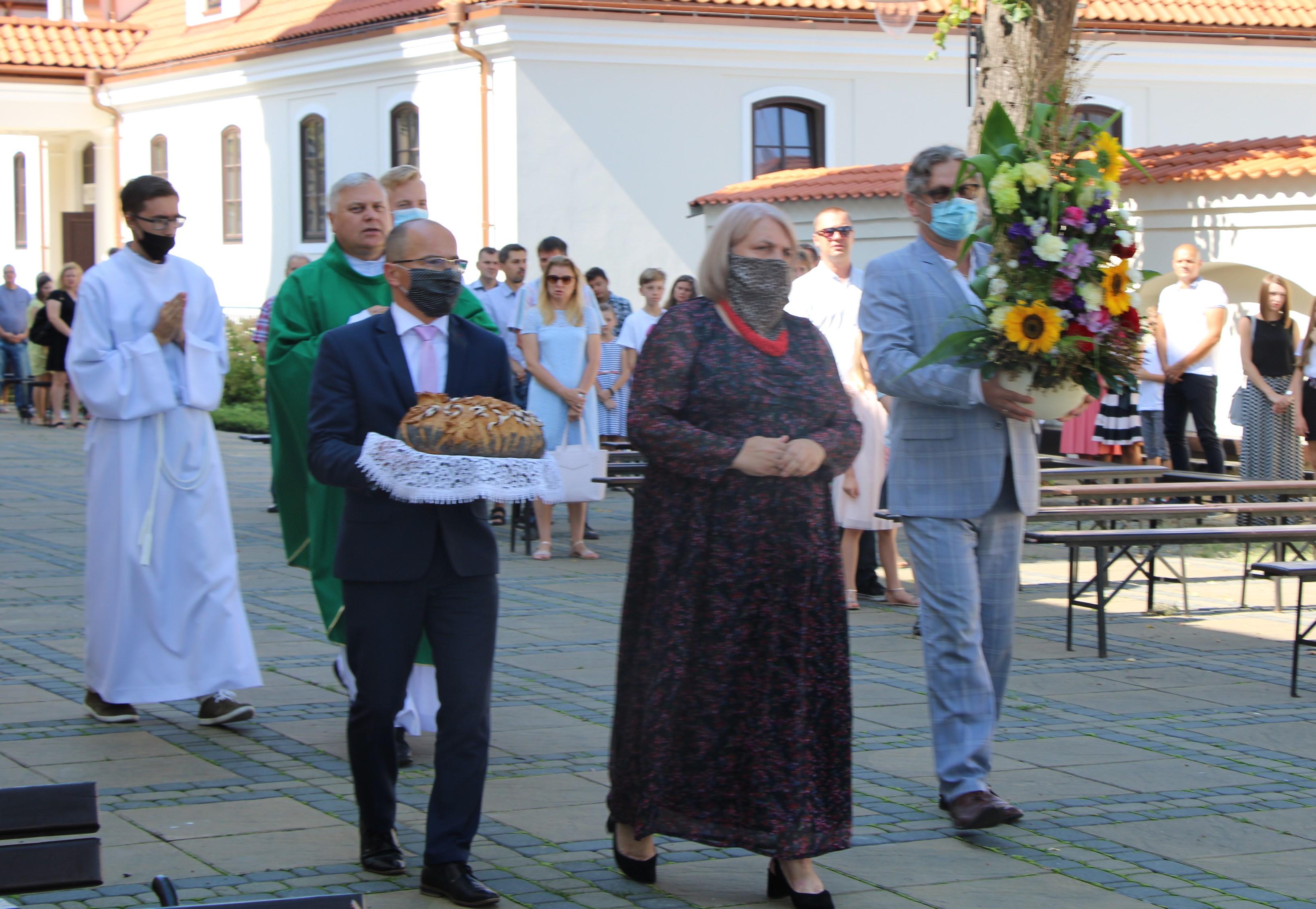Dożynkowa msza w bazylice św. Anny w Lubartowie bez wieńców dożynkowych - Zdjęcie główne
