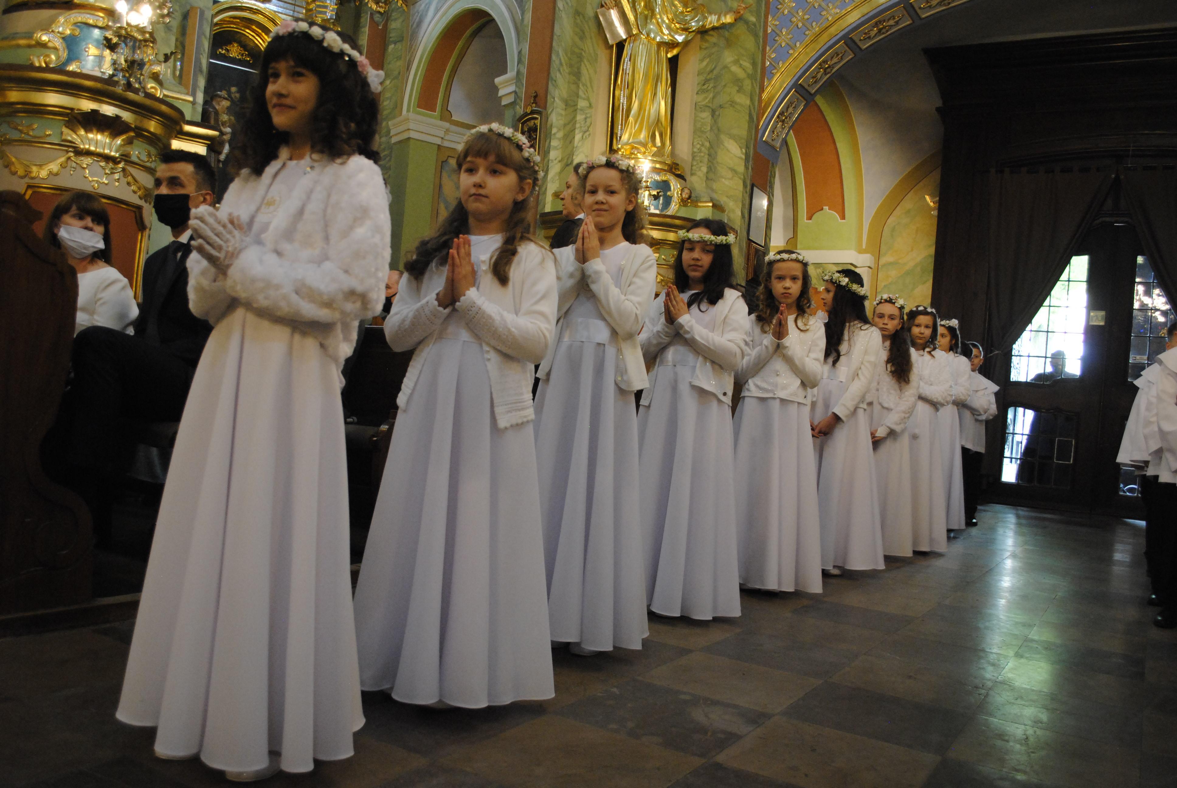 Drugi dzień Pierwszych Komunii w bazylice św. Anny w Lubartowie - Zdjęcie główne