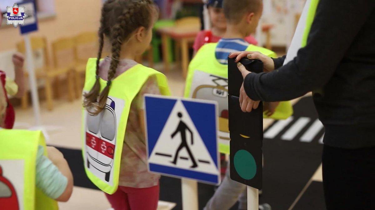 Miasteczko ruchu drogowego dla przedszkolaków w Lubartowie - Zdjęcie główne