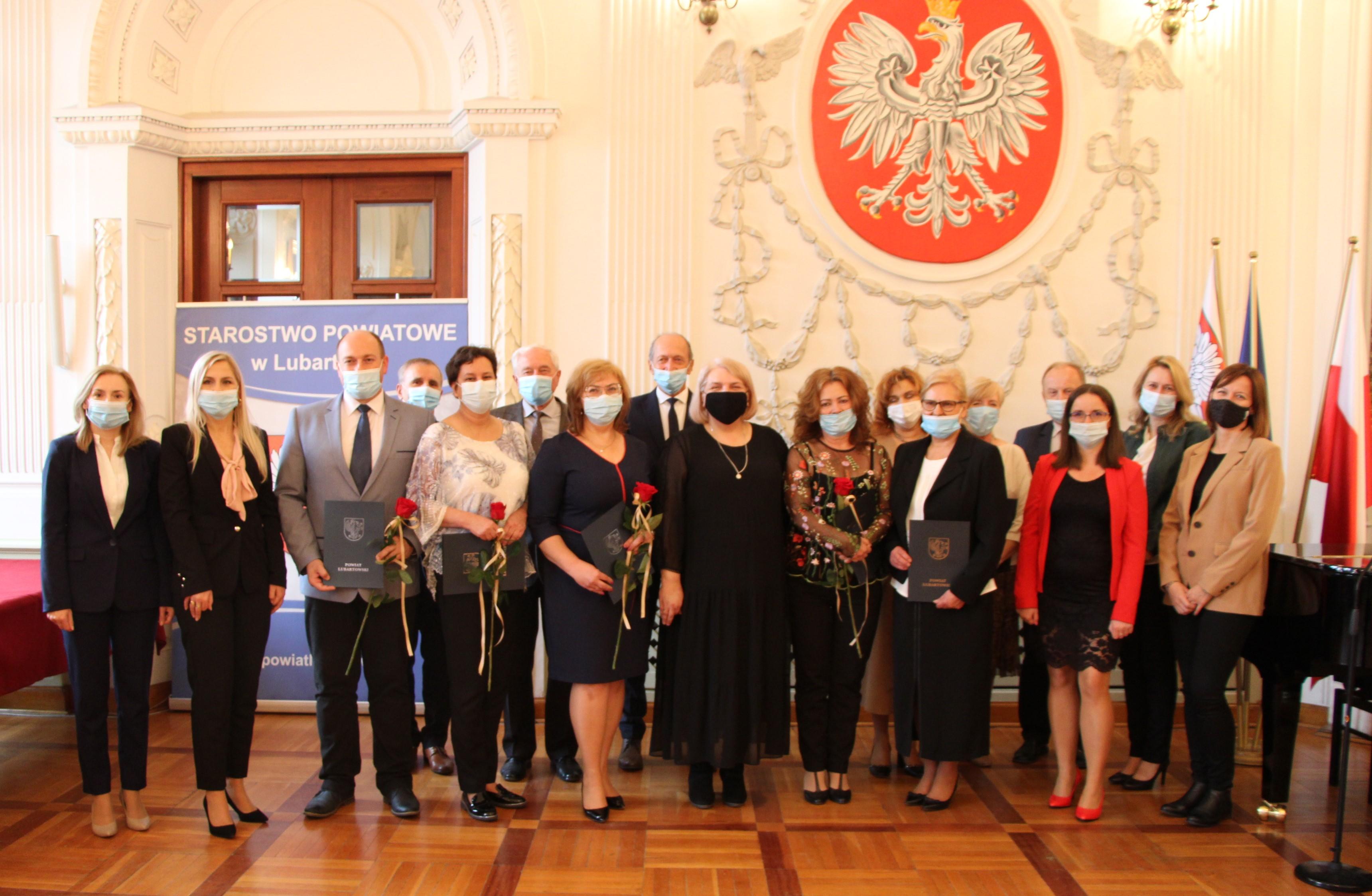 W starostwie w Lubartowie nagrodzono nauczycieli - Zdjęcie główne