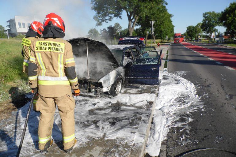 Pożar samochodu na ul. Lubelskiej w Lubartowie - Zdjęcie główne