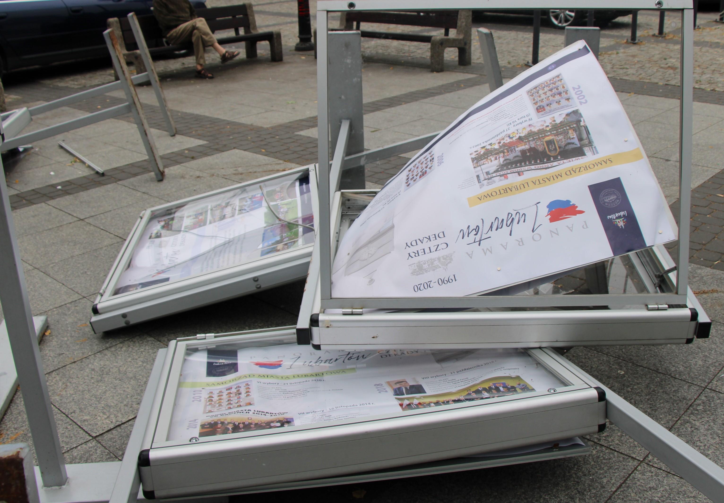 Sprawca zniszczenia wystawy w centrum Lubartowa zatrzymany - Zdjęcie główne