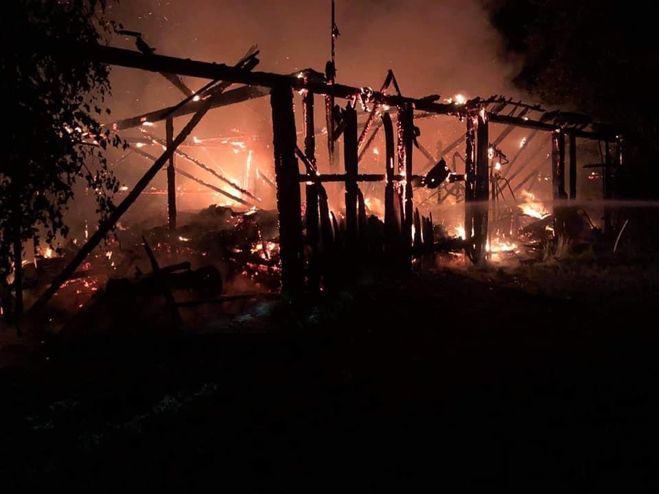 Skutki burzy w powiecie lubartowskim: Spalone stodoły, zalane piwnice, połamane drzewa (zdjęcia) - Zdjęcie główne