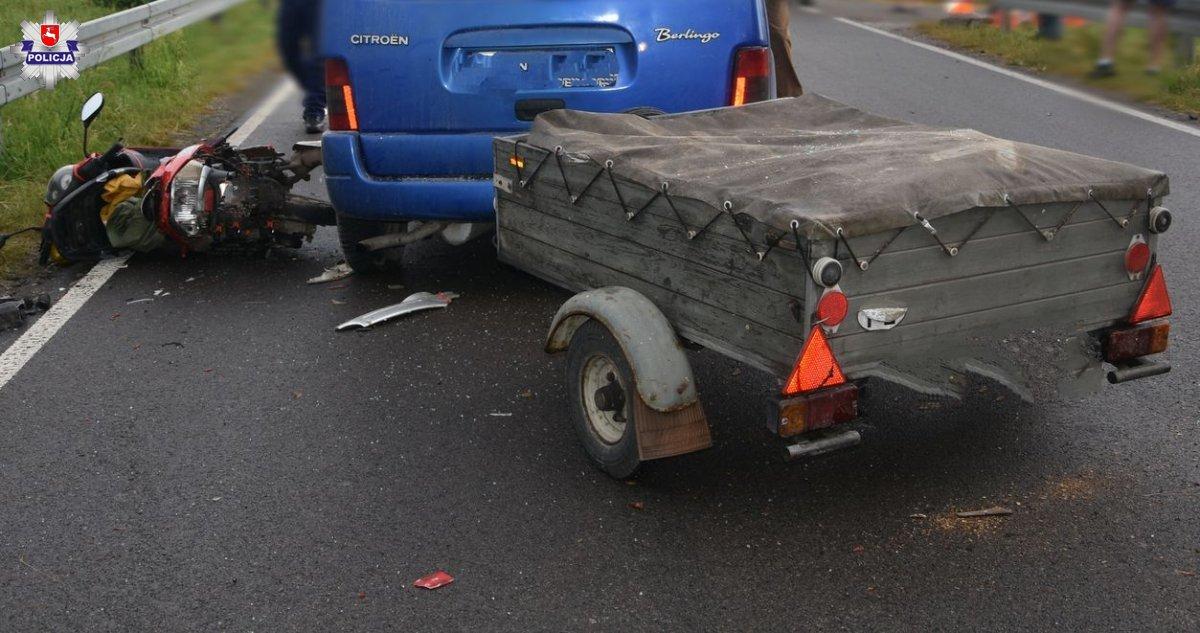 Zderzenie skutera z samochodem w Jeziorzanach. Interweniował śmigłowiec - Zdjęcie główne