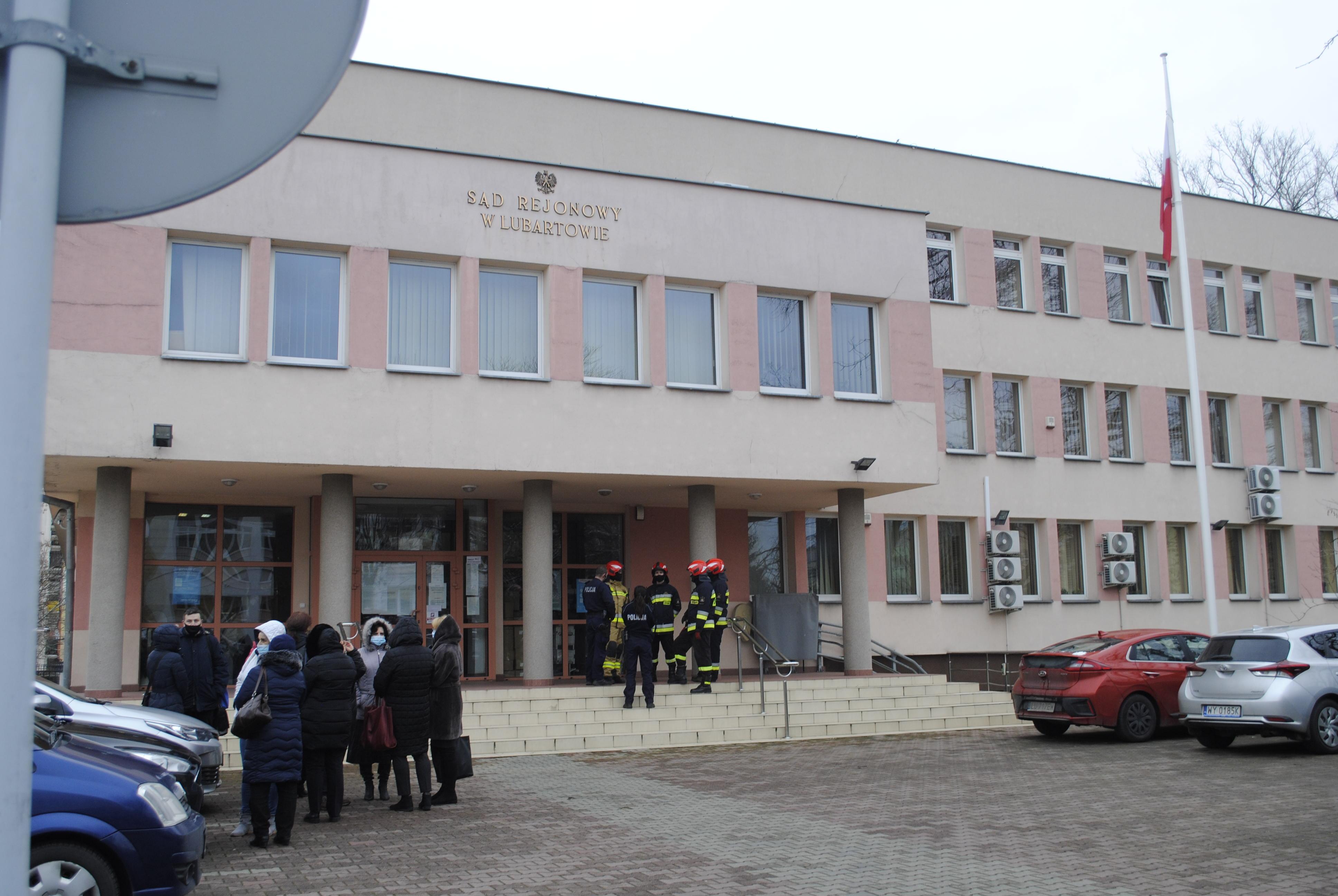 Alarm bombowy w Sądzie Rejonowym w Lubartowie (aktulizacja, zdjęcia) - Zdjęcie główne