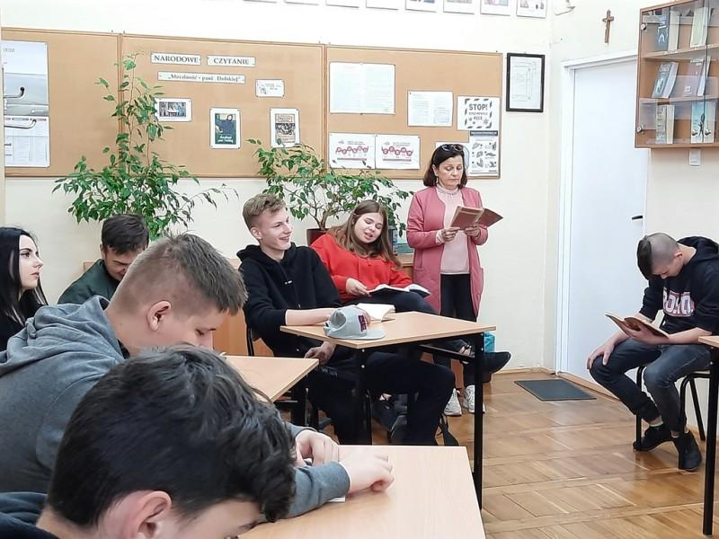Narodowe Czytanie w Regionalnym Centrum Edukacji Zawodowej w Lubartowie - Zdjęcie główne