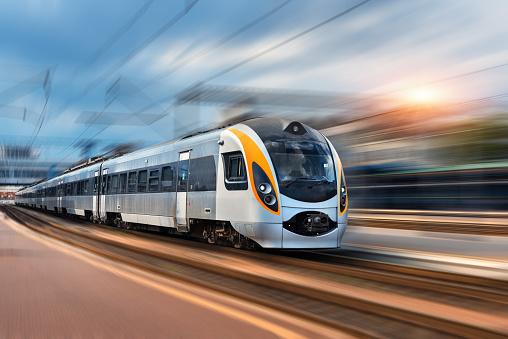 Województwo lubelskie: kolej chce mieć ekrany akustyczne przy trasach pociągów. Trwa konkurs na projekt - Zdjęcie główne