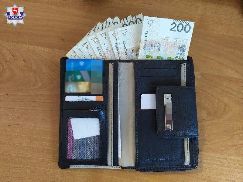 Znalazł portfel, było w nim ponad 2 tysiące złotych - Zdjęcie główne
