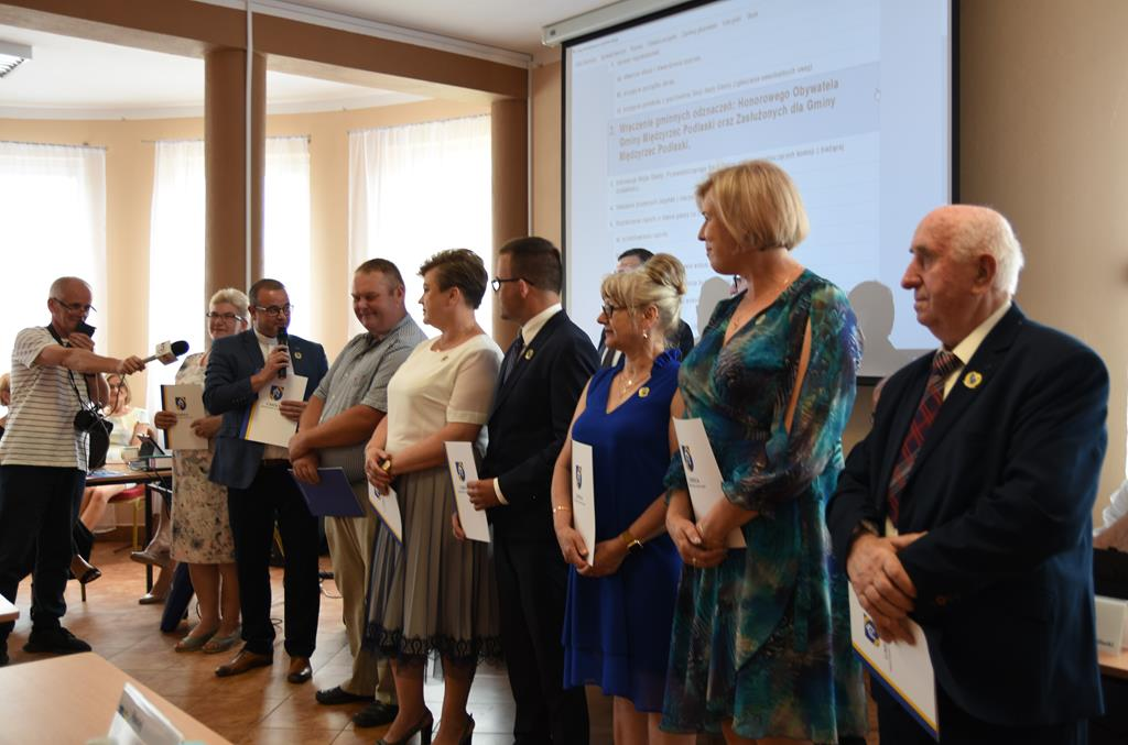 Odznaczono honorowych i zasłużonych dla gminy Międzyrzec - Zdjęcie główne