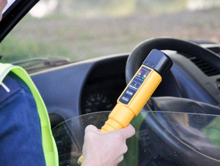 Pijany traktorzysta, który staranował dwa radiowozy usłyszał zarzuty - Zdjęcie główne