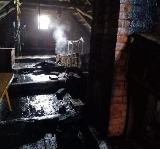 Gmina Podedwórze: Pożar drewnianego domu  - Zdjęcie główne