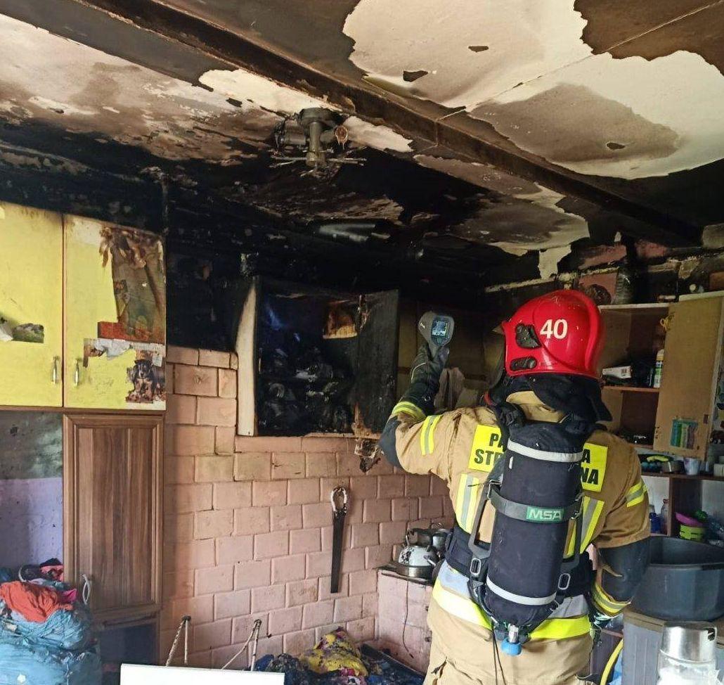 Gmina Milanów: pożar domu jednorodzinnego, na miejscu strażacy  - Zdjęcie główne