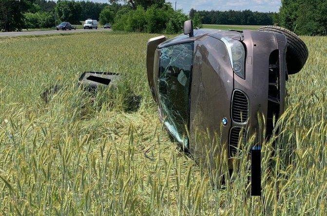 Gmina Siemień: Zderzenie BMW z ciągnikiem. Ucierpiała młoda kobieta  - Zdjęcie główne