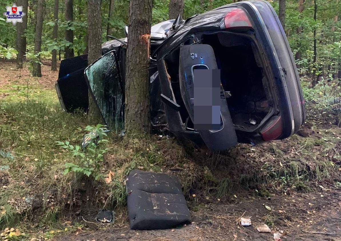 Powiat parczewski: 29-latek wjechał w drzewo w lesie między Tyśmienicą a Zabielem - Zdjęcie główne