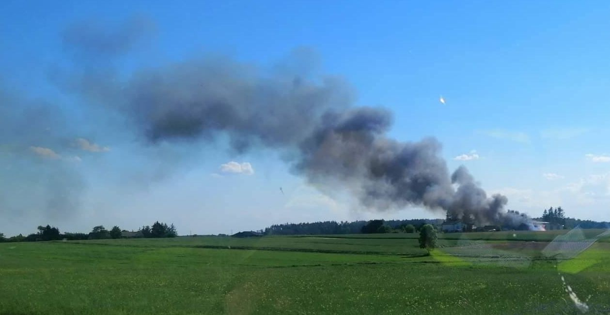 Gmina Siemień: Pożar stodoły. Ogień szybko się rozprzestrzeniał  - Zdjęcie główne