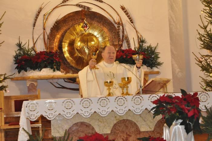 Biskup wymienia proboszczów i wikariuszy - Zdjęcie główne